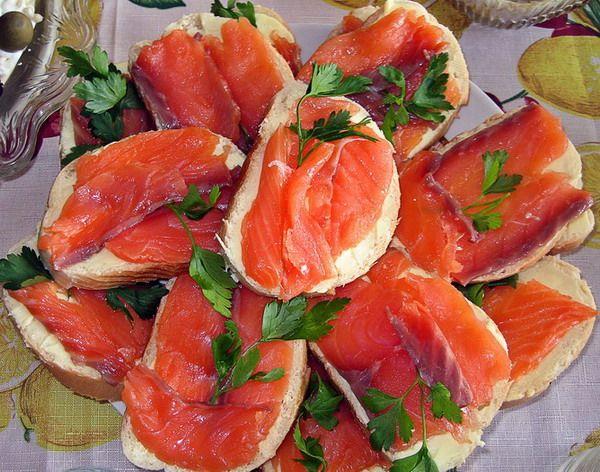 Бутерброд з червоною рибою