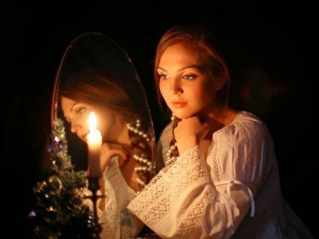 Ворожіння на дзеркалі на судженого: старовинні способи ворожіння за допомогою свічок і дзеркал