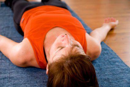 Йога перед сном: розслаблюючі і заспокійливі вправи, які сприяють хорошому сну