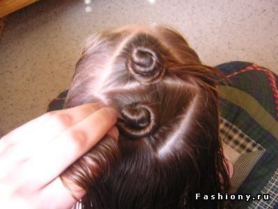 Як швидко і просто накрутити волосся без бігуді та плойки за допомогою підручних засобів