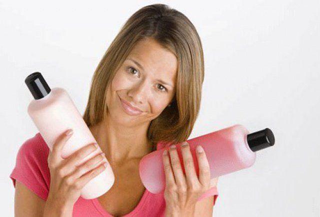 Як правильно мити голову: вибір шампуню і народних засобів