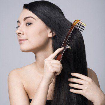 Як правильно мити волосся будь-якої довжини і кольору: думка дерматологів