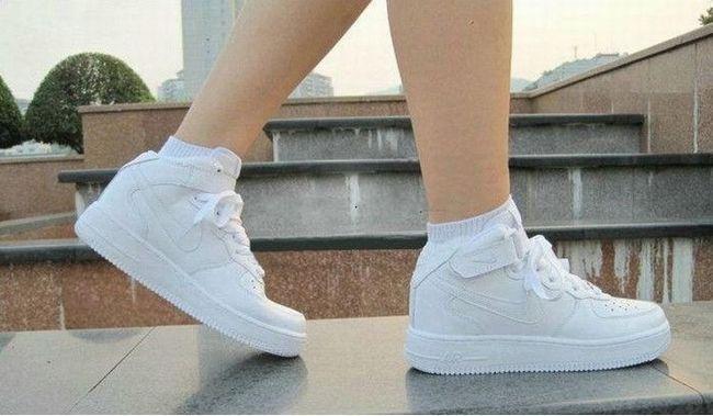 Як зробити білу спортивну взуття знову білої - порівнюємо різні способи