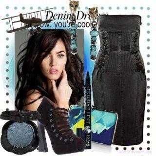 Вечірня сукня без рукавів чорного відтінку, що облягає силуету, довжиною до колін, декороване шнурівкою.