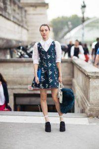 Сукня без рукавів з принтом, приталеного фасону, довжиною вище колін на кожен день.