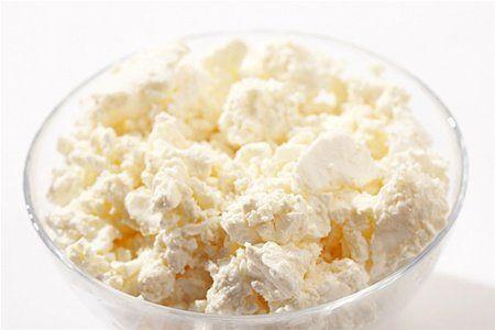 Маска для обличчя з сиру і сметани: корисні властивості і чудовий ефект в домашніх умовах