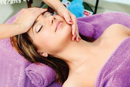 Моделюючий масаж обличчя: опис техніки і його позитивний вплив на шкіру