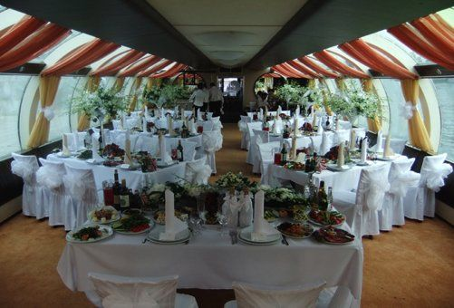 Розміщення столів на весілля: найпопулярніші варіанти для різної кількості гостей