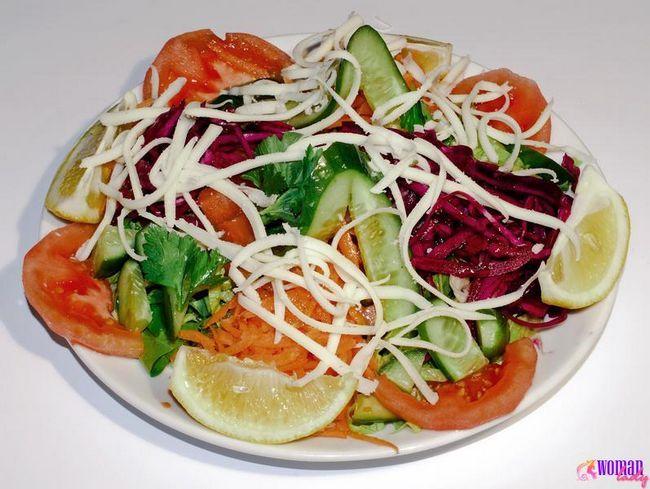 Салат з червонокачанної капусти з огірками