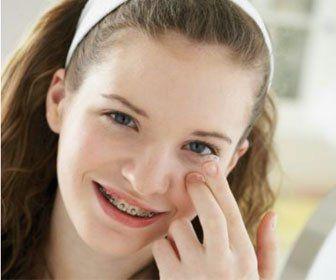 Зі скількох років можна носити кольорові лінзи, їх позитивні та негативні сторони
