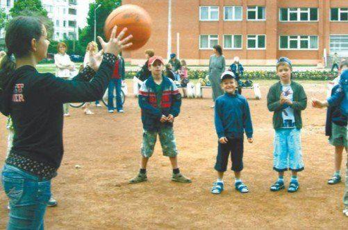 Спортивні ігри з м`ячем для дітей різного віку