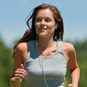 Спортивні навушники: на які характеристики треба звертати увагу