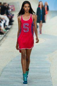 Коротке плаття в спортивному стилі Tommy Hilfiger.