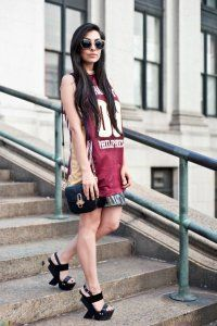 Модне літнє плаття в спортивному стилі.