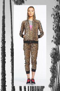 Брючний костюм в спортивному стилі від Juicy Couture.