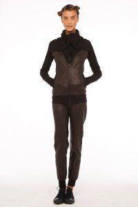 Модний жіночий костюм в спортивному стилі Norma Kamali.