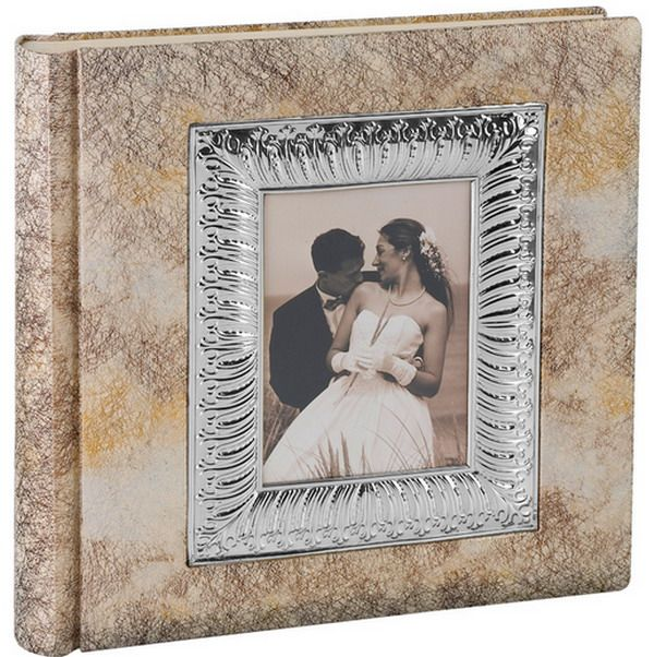 Весільний альбом: щасливі моменти нової сім`ї