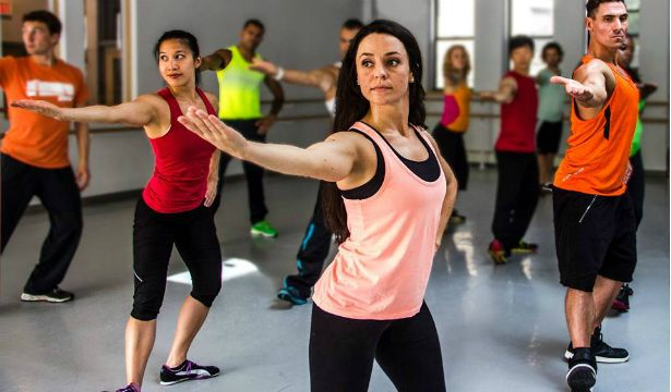 Тренд в фітнесі за мотивами індійських танців - bollyx - фото