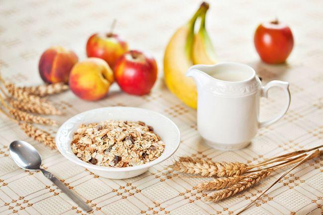 Смачний і корисний сніданок: готуємо легкі каші і йогурти на швидку руку!