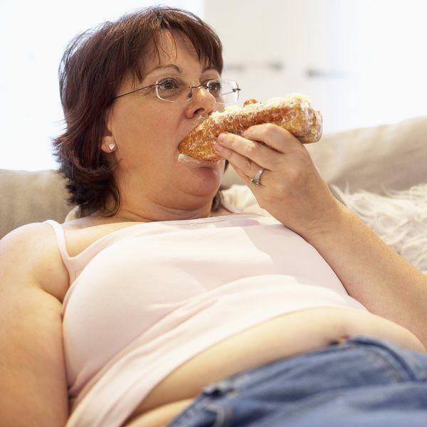Жир на животі, причини його появи: від неправильного харчування і способу життя до генетичних порушень